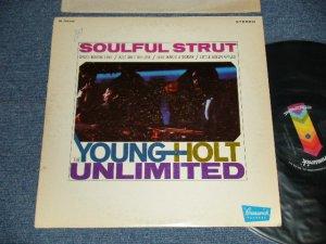 画像1: THE YOUNG-HOLT UNLIMITED - SOULFUL STRUT ( Ex/Ex+++ SWOFC, SWOBC)   / 1968 US AMERICA ORIGINAL STEREO Used  LP