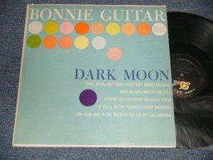 画像1: BONNIE GUITAR - DARK MOON (Ex++/Ex+++ SWOBC) / 1961 US AMERICA ORIGINAL MONO Used LP